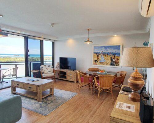 maroochydore-trafalgar-towers-apartments-deluxe-(15)
